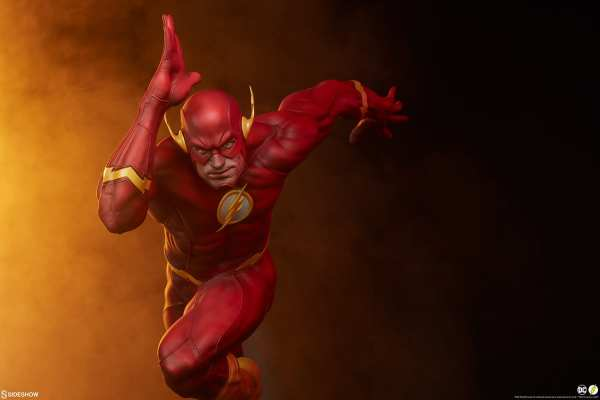 sideshow-collectibles-the-flash-premium-format-figure-dc-comics-statue-img03