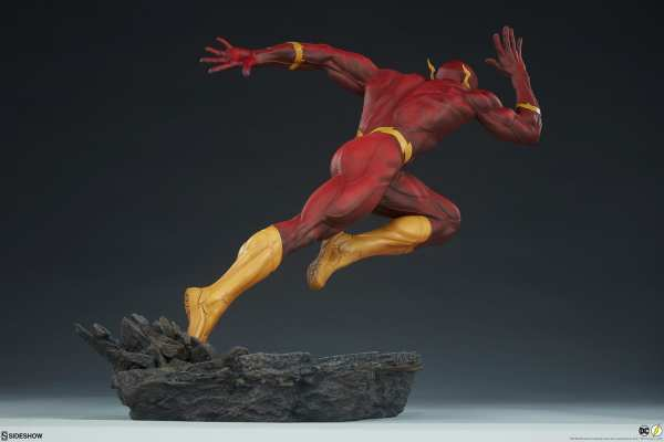 sideshow-collectibles-the-flash-premium-format-figure-dc-comics-statue-img08