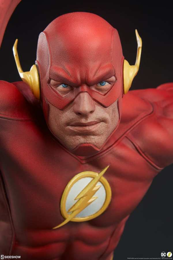 sideshow-collectibles-the-flash-premium-format-figure-dc-comics-statue-img11