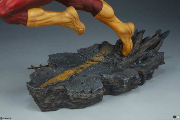 sideshow-collectibles-the-flash-premium-format-figure-dc-comics-statue-img20