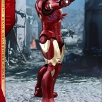 hot-toys-iron-man-mark-iii-quarter-scale-figure-1-4-scale-iron-man-collectibles-img04