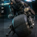 hot-toys-dark-knight-rises-batman-sixth-scale-figure-dc-comics-collectibles-dx-img03