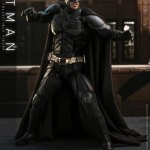 hot-toys-dark-knight-rises-batman-sixth-scale-figure-dc-comics-collectibles-dx-img08