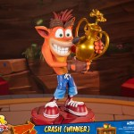 first-4-figures-crash-winner-standard-edition-statue-CTR-team-racing-nitro-fueled-collectibles-img15