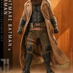 hot-toys-knightmare-batman-and-superman-1-6-scale-collectible-set-justice-league-collectibles-img06