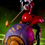 sideshow-collectibles-harley-quinn-and-the-joker-diorama-statue-dc-comics-img03