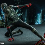 hot-toys-spider-man-black-gold-suit-sixth-scale-figure-spider-man-no-way-home-mms-604-img13