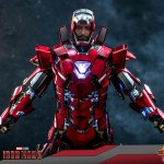 hot-toys-iron-man-silver-centurion-armor-suit-up-version-sixth-scale-figure-marvel-mms-618-d43-img12