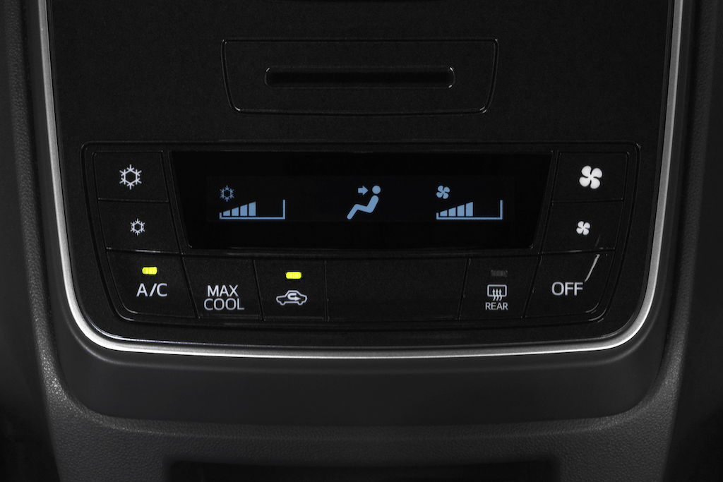 Toyota Avanza 2019 digital AC control panel