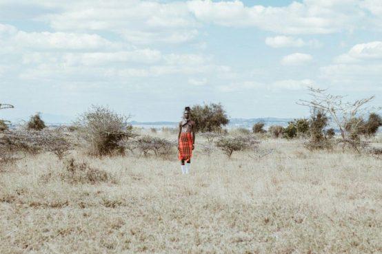 pobreza miseria  África sequía LA MAQUINA QUE ES CAPAZ DE FABRICAR AGUA POTABLE INCLUSO EN EL DESIERTO