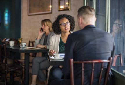 conversazione uomo donna bar PERCHÉ NON CONVIENE DIRE I NOSTRI PROGETTI
