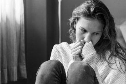 donna trista rifiuto PERCHÉ DIAMO COSÌ TANTA IMPORTANZA ALLA NOSTRA IMMAGINE