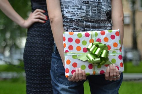 CURIOSITIES AND TRICKS OF THE PSYCHOLOGY OF THE GIFT