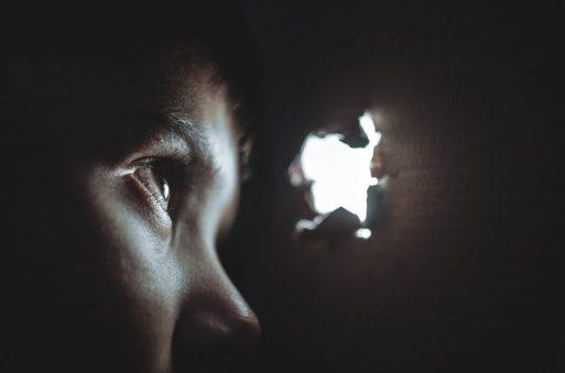 miedo escondite esconderse  EL DAÑO PSICOLÓGICO