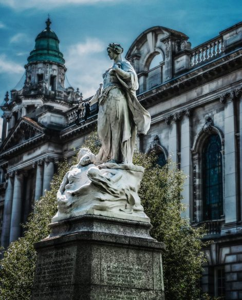 Titaniic Memorial At Belfast City Hall TITANIC II : LA STORIA SI RIPETE
