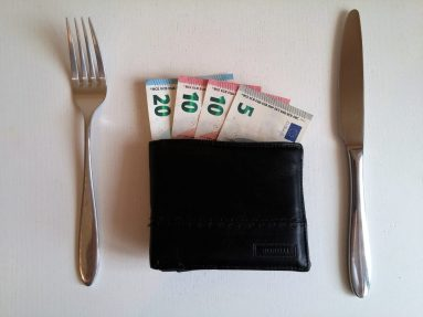 gastar dinero comida