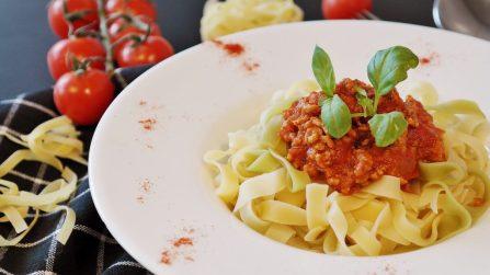 cibo pasta carne  IN COSA CONSISTE LA DIETA VEGANA?