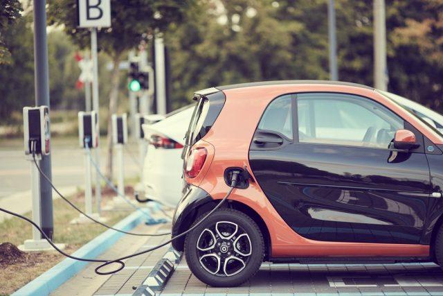 coche eléctrico energía eléctrica recarga co2 emisones SOS TIERRA