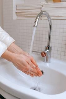 CORONA VIRUS: la real situación en Italia gente cuarentena mascarilla pánico coronavirus lavar manos higiene