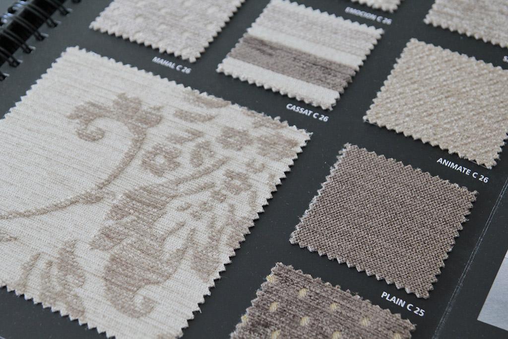 Se state riflettendo su come attualizzare la tappezzeria del vostro sofà, nello scegliere i tessuti per divani, non dimenticate che le tinte unite sono in. Tessuti Per Divani Tpa Tessuti
