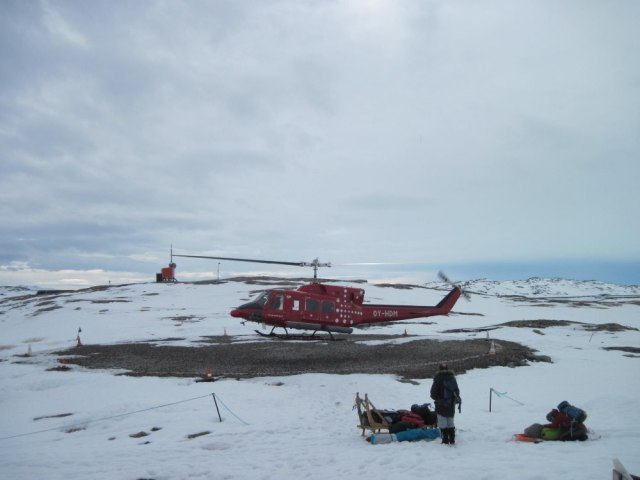 Helicopter pick-up at Isortoq
