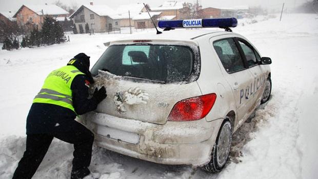Photo of NAGLI PREOKRET VREMENA: Od sutra sneg, minus i mraz u Braničevskom okrugu!