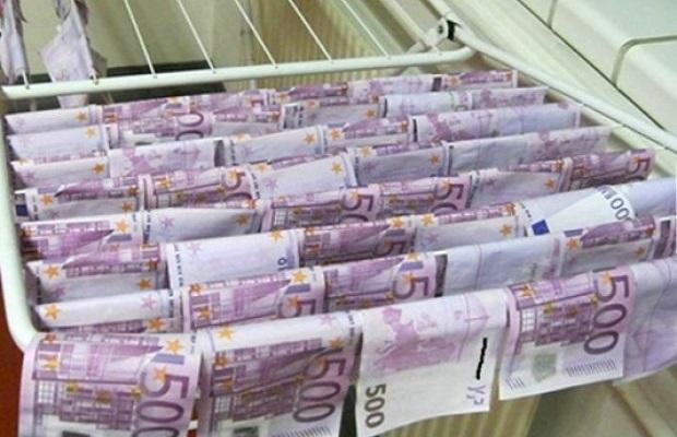 Photo of BEČLIJA BACIO 130.000 EVRA U DUNAV: Misteriozni vlasnik para nije se javio ni posle godinu dana!