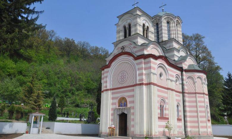 Photo of BRATSTVO MANASTIRA TUMANE: Složno čuvaju pravoslavnu svetinju (FOTO)