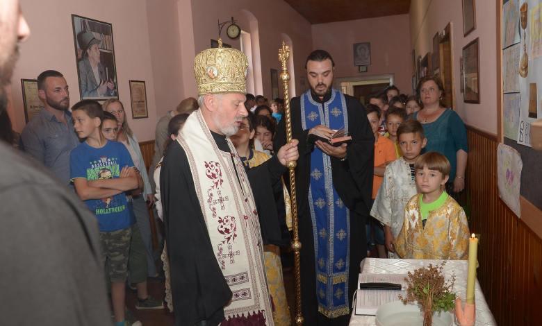 """Photo of Episkop braničevski Ignatije Midić, osveštao ,,OŠ Đura Jakšić"""" u Toponici kod Malog Crnića (FOTO)"""