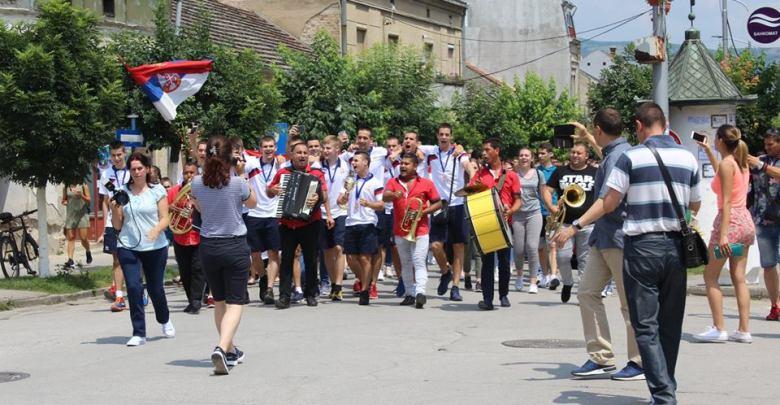 Photo of GRADIŠTE DOČEKALO ŠAMPIONE: Zlatnim bronzanim prvacima se poklonili mnogobrojni građani! (FOTO/VIDEO)