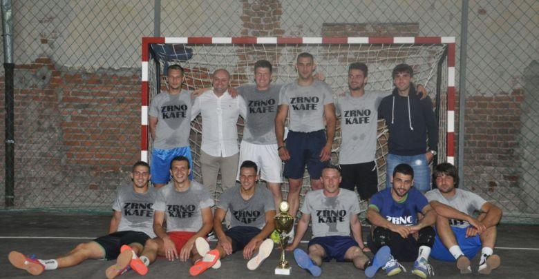 """Photo of """"ZRNO KAFE"""" ZASLUŽENO POBEDILO: Završen jubilarni 25. turnir u malom fudbalu u Vlaškom Dolu (FOTO)"""