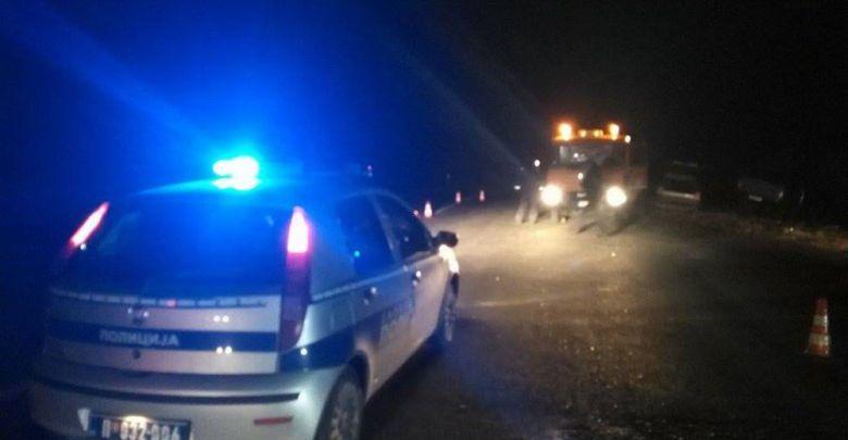 Photo of NASTRADAO NA LICU MESTA: Mladić autom sleteo s puta na ljubičevskoj petlji kod Požarevca!