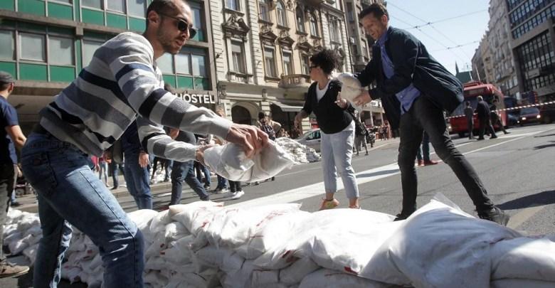 Photo of BLOKADA UPOZORENJA: Opozicija blokirala saobraćaj u Beogradu (VIDEO)