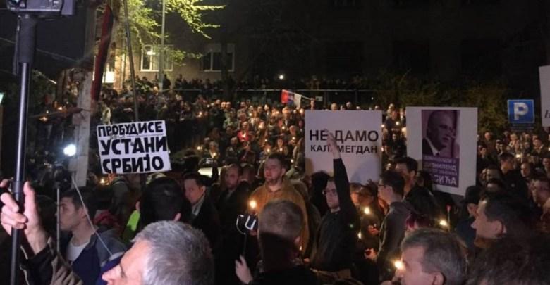 Photo of NEMA POVLAČENJA: Veliki broj građana na večerašnjem protestu protiv Vučića u Beogradu (VIDEO)