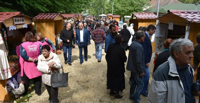 Photo of ZAPLAKALO NEBO: Kiša oterala gledaoce i učesnike Etno festivala u Sestroljinu