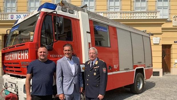 Photo of STIŽE PRINOVA: Vatrogasci iz Beča donirali vatrogasno vozilo kolegama u Žagubici