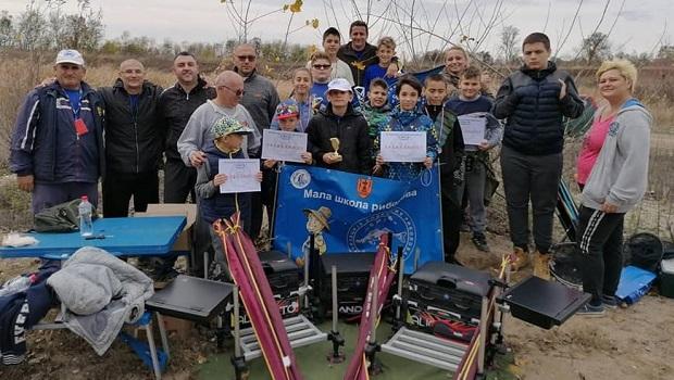 Photo of ŠKOLA ZA MALE PECAROŠE: Mali ribolovci i starije kolege