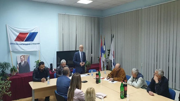 Photo of PANIČAN STRAH I U SNS GOLUBAC: Umesto članova SNS, potpredsednika Vučevića, dočekali preletači