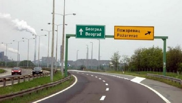 """Photo of POVEĆAVA SE OGRANIČENJE BRZINE: Policija će uskoro """"gledati kroz prste"""" za vožnju do 150km/h na auto-putevima u Srbiji"""