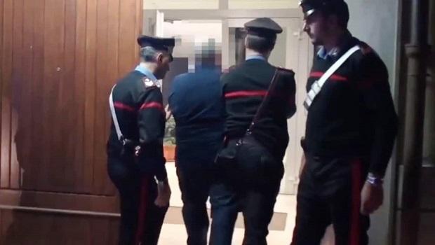 Photo of UŽASNO PORODIČNO NASILJE U ITALIJI: Srbin (19) oteo, tukao i ubadao hemijskom olovkom svoju suprugu (18)