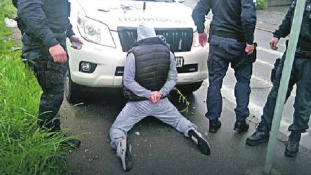 "Photo of AKCIJA POLICIJE KOD KUČEVA: Policija trenutno pretresa crni ""Fijat Punto"" i obližnji kanal"