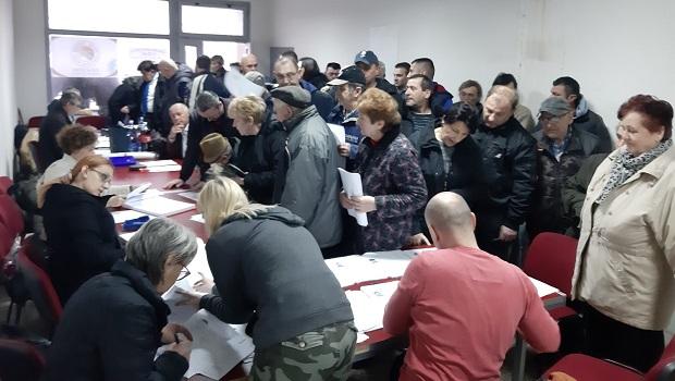 Photo of SENZACIJA U PETROVCU NA MLAVI! Građani širom opštine potpisuju listu Bosancu! (FOTO)