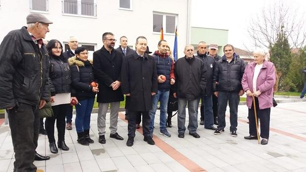 Photo of Dačić u Žabarima uručio ključeve 12 stanova za izbegle porodice