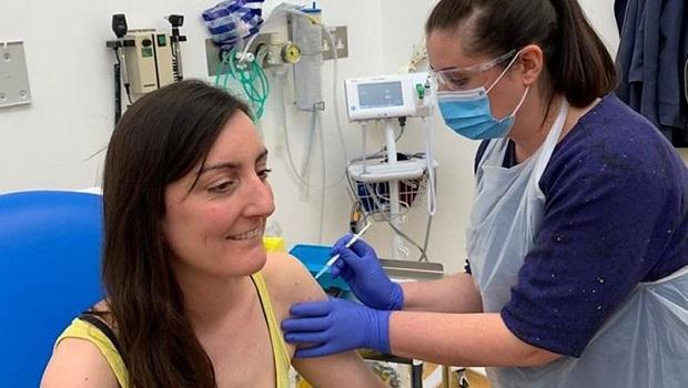 Photo of POČELO TESTIRANJE: Italijanska naučnica prva dobrovoljno primila test vakcinu sa mikroskopskim nano-čipom (VIDEO)