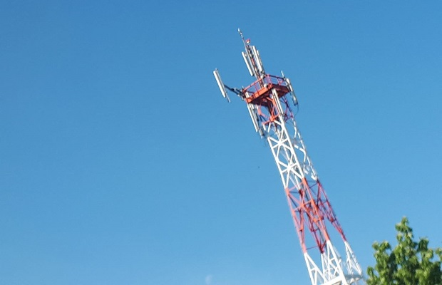 """Photo of POD OKRIVLJEM POLICIJSKOG ČASA: """"Tajno"""" postavljena """"5G antena"""" u Malom Crniću? (FOTO)"""