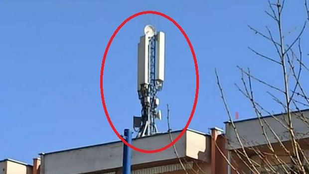 """Photo of 5G ANTENA U CENTRU PETROVCA NA MLAVI: Za vreme policijskog časa, """"tajno"""" postavili baznu stanicu (FOTO)"""