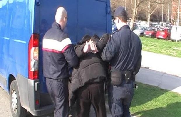 Photo of UHAPŠEN MASKIRANI RAZBOJNIK IZ POŽAREVCA: Pretio replikom pištolja, oteo 25.000 dinara