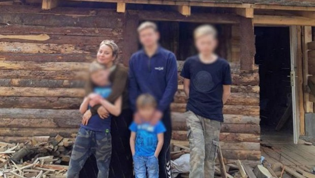 Photo of VODI NEOBIČAN STIL ŽIVOTA: Natalija je Ruskinja koja se sa petoricom sinova preselila u Zabrđe kod Petrovca na Mlavi
