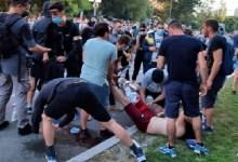 Photo of RASTE NAPETOST U NOVOM SADU: Demonstranti nasrću na zgradu RTV, mladić povređen (VIDEO)