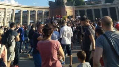 """Photo of """"NE TUCI SVOJ NAROD"""": Protest podrške Srba u Beču (VIDEO)"""
